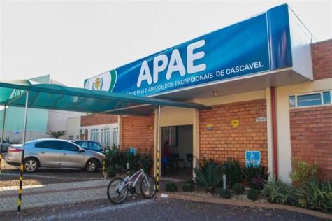 Pacheco cobra urgência na recontratação de 25 professores à Apae