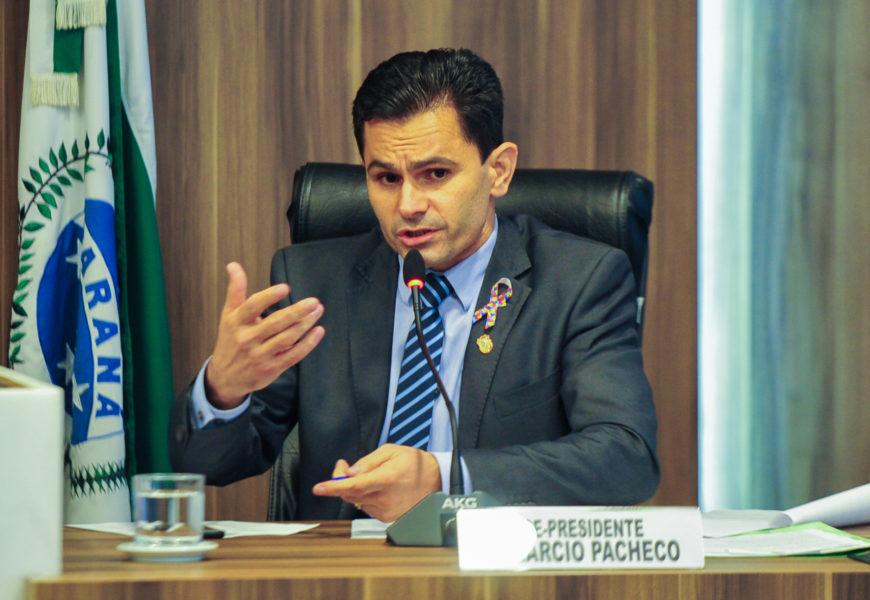 Pacheco assina emenda que põe fim a aposentadorias de ex-governadores