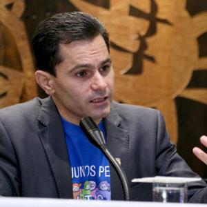 Proposta de Pacheco que isenta autistas do pagamento de pedágio avança na ALEP