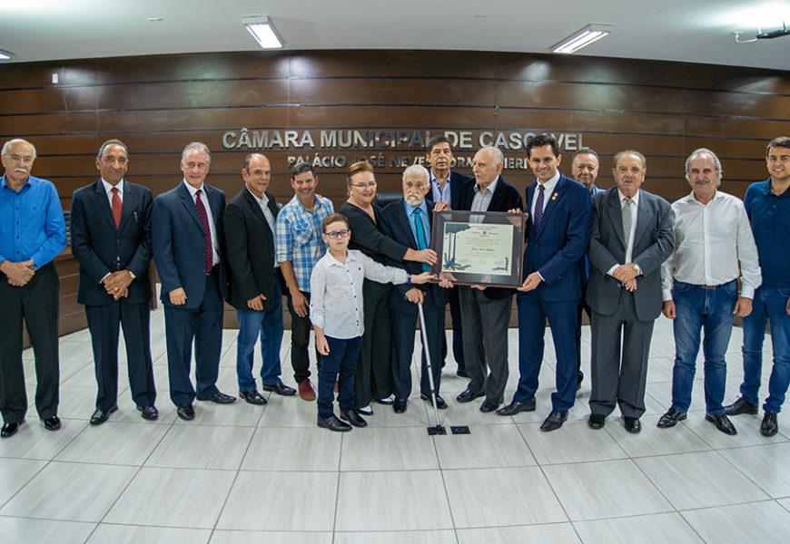 Em noite festiva, JJ Duran recebe o título de Cidadão Honorário do Paraná