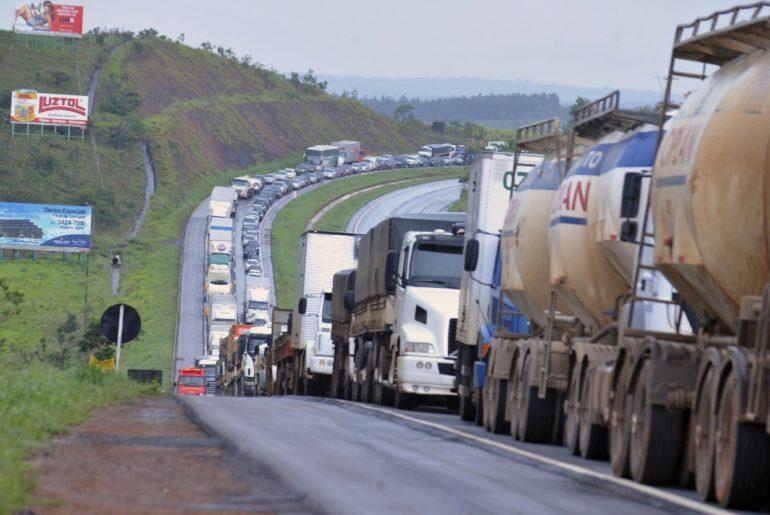 Deputados mantêm projeto de Pacheco que regulamenta bloqueio de rodovias em obras no Paraná