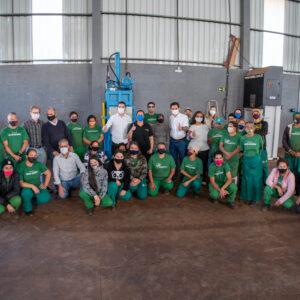 Cascavel | Pacheco entrega prensa hidráulica, esteira e balança para a Caremel
