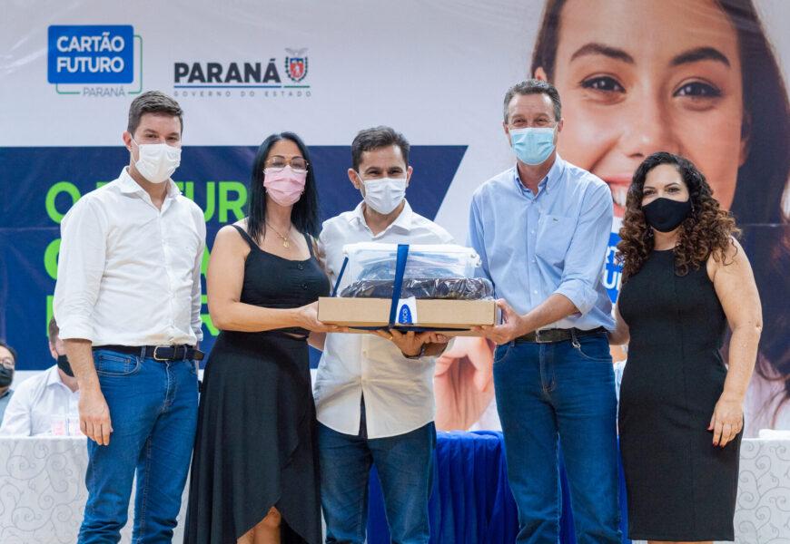 Pacheco entrega kits de robótica para colégios Cascavel e Santa Lúcia